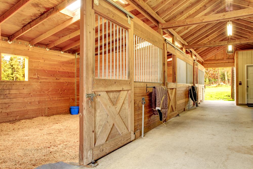 Saratoga stalls european horse stalls custom horse for 1 stall horse barn plans